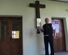 HOG Sanktandres spendet Kreuz für Dorfmuseum