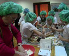 Weihnachtsbäckerei im Deutschen Forum in Detta