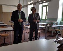 Nikolaus-Lenau-Schule: Chemie- und Physiklabor modern ausgestattet