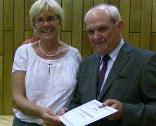 Ehrennadel in Gold des DFDR an Dr. Susanne Kastner